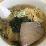 日楽家 - 化学調味料たっぷりのラーメン