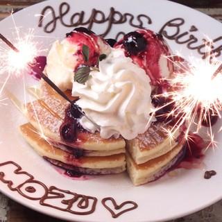 お誕生日に♪メッセージ入りパンケーキプレートをプレゼント!
