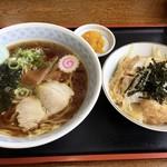 出羽食堂 - 料理写真:ラーメン半カツ丼 850円