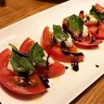 セレーノ - トマトと水牛モッツァレラチーズのカプレーゼ