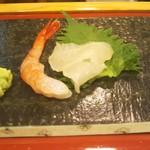 68627698 - 甘海老と鰤の小型、鮃です。食べてしまって、しまった