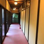 まる八 - 廊下