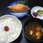まる八 - ご飯、味噌汁、デザート