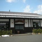 らぁめん古丹 - 和風な建物。駐車場もまずまずの広さ!
