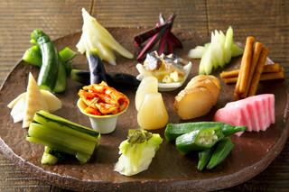風味や 春 - 風味やと言えばやっぱり漬物!彩り豊かな野菜を使った漬物をサラダ感覚で召し上がれ
