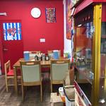 スパゲッツ ダンディ - 店内:奥のテーブル席