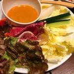 旨唐揚げと居酒メシ ミライザカ - 味噌バーニャカウダー。チーズも(^^)