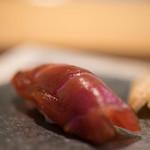 鮨 猪股 - 鮪(しび)、五日熟成(いつかうらし)
