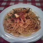 トレンタ - ③魚貝入トマトソースのスパゲッティ