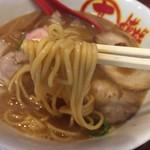 68639914 - 中華そば(650円)麺リフト
