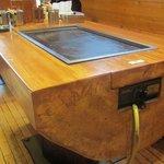 お好み焼 好平 - テーブルの鉄板