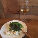 ボタニアン - 前菜1品目は、お通しでも出している「グリーンサラダ&カリフラワーのピクルス」