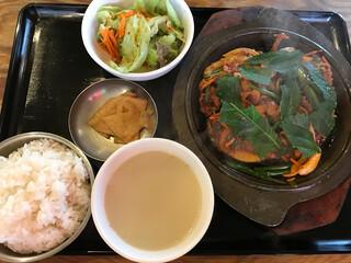 韓国屋台 豚大門市場 - チェユクポックム定食1000円