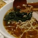 雁川 - 炒飯がレギュラーサイズ。