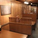 麺場 田所商店 - テーブル席もございます。