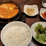 68648840 - 純豆腐チゲ定食900円。