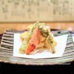 日本料理 とくを - 海老真薯の東寺揚げ、 たらの芽、パプリカ、こごみ