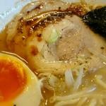 中村屋 - ホロホロのバラ肉ロールチャーシューと半熟煮卵