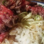 68650130 - 肉の下には千切りキャベツとご飯と醤油バターソース