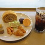 キクタロウ カフェ - 料理写真:【アイスコーヒー 370円】と【きくたろうプレート】