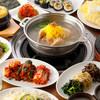 丸鶏を煮込んだ人気の鍋と本格韓国料理40種が食べ放題『タッカンマリコース』120分