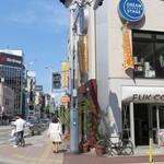 フック コーヒー - 地下鉄・天神南駅や百貨店・大丸のそばで、歓楽街・中洲にも近い、 国体道路沿いにあるカフェ(コーヒースタンド)です。
