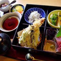 和食処 するが蕎 - 定食の中では一番人気!刺身と天ぷらの両方をお楽しみいただけます。
