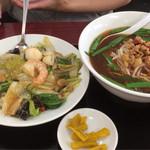 68663546 - ラーメン定食(台湾ラーメン、中華飯)