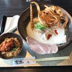 鶏soba 座銀  - 鶏soba並(燻製玉子トッピング)と鶏込みご飯~鶏脂仕立て