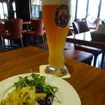 フランツィスカーナー バー&グリル - 前菜?とビールのヴァイスビアゴールド