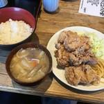 タオ - ランチの唐揚げ定食