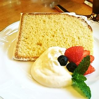 地元の米粉を使用したシフォンケーキ