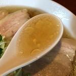 ココノラ - ちょっと脂多めの澄んだスープ