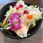 68674622 - サラダ  お花は全て食用花