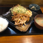 大衆食堂 山 - 豚生姜焼き定食
