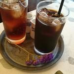 カフェ ヴェール - アイスコーヒーとアイスティー