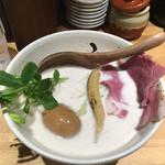 牛骨ら~めん ぶっこ志 - 煮玉子牛白湯