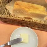 68678786 - おかわり自由のパン