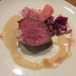 68682277 - 長野県アルプス牛のランプ肉のロースト ビネガーとバターのソースで 赤い野菜を添えて
