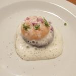 アノニム - 椎茸のグリルと温度卵の卵黄 白いトマトの泡状のソースで しその葉をまぶして