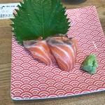 魚河岸酒場 FUKU浜金 - セット一品目サーモンのお刺身❗️