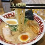 東京豚骨ラーメン 屯ちん - 麺は手もみ