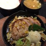 さくら - 地豚鉄板焼き定食 1200円