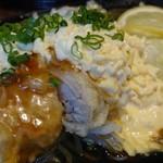 68684724 - パリッと香ばしい衣にふっくら鶏もも肉、玉子とらっきょうのまろやかなタルタルソースが合う!