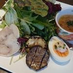 felicibo - いんげん豆と野菜のスープ「リボリータ」、ドライトマト入りマヨの茹で卵、自家製ハムなど