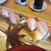 鮨処 朝日屋 - 料理写真:地魚中心の握り(1貫食べてしまった後です…)