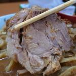 立川マシマシ  - 肉々しさが一層引き立つ極薄味の豚