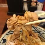 丸亀製麺 - 豚肉たっぷり