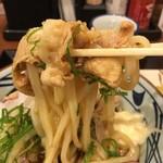 丸亀製麺 - 豚肉とうどんを絡めてたべる〜