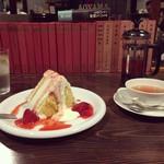 青山文庫 - アールグレイ 550円 シフォンケーキ(ストロベリーチーズクリーム)580円